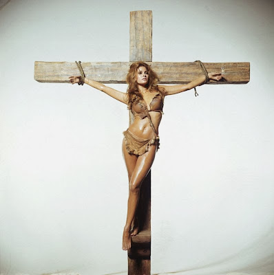 Mujeres crucificadas Crucified women Raquel welch