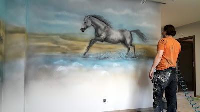 Konie w galopie, malowanie obrazu na ścianie, konie obraz olejny