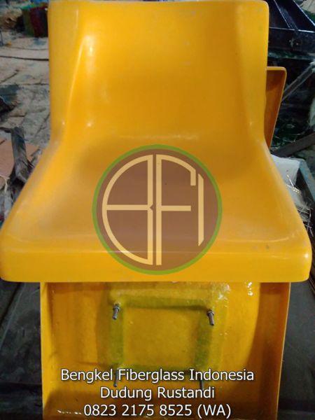kursi stadion dari bahan fiberglass