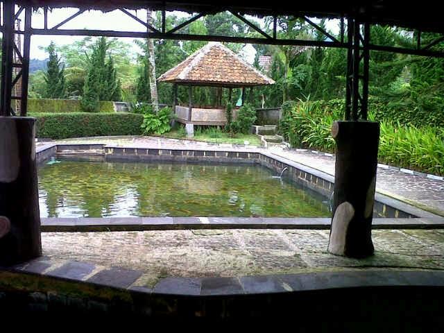 villa ciater dengan kolam renang