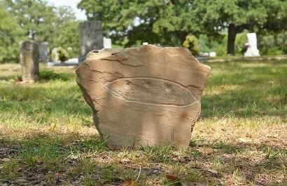 Supuesta lápida platillo volante en Aurora, Texas