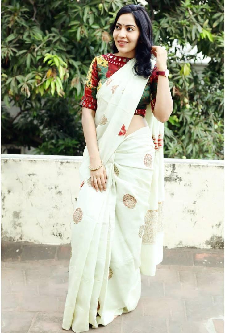 TV Actress Anchor Ramya Subramanian In White Saree