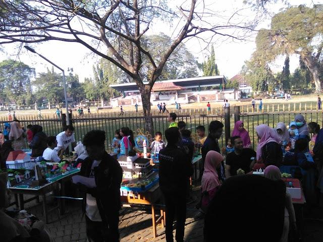 Pameran Karya Mahasiswa Ikom Ramaikan CFD Bangkalan