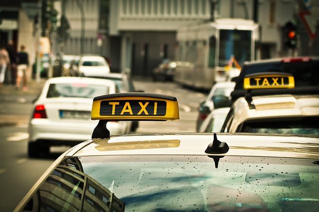 Tips Aman Naik Taksi bagi Kaum Hawa