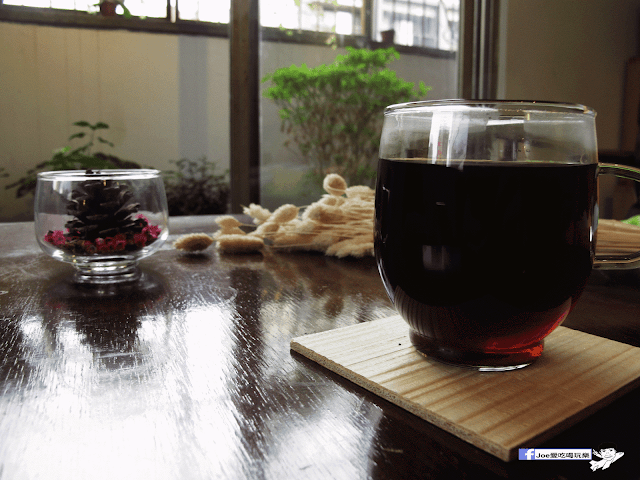 IMG 7092 - 【台中咖啡】台中老屋咖啡新力軍『復興咖啡』,不僅僅有濃濃的文青風,還有正妹老闆娘沖咖啡給你喝~