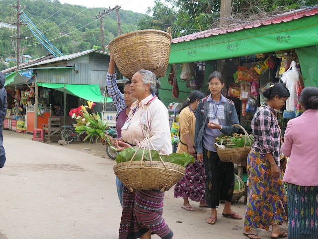 Mujeres birmanas teñidas de thanaka