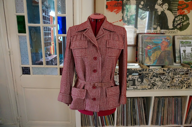 burgundy jacket houndstooth dogtooth belted 1950s 50s 1940s 40s