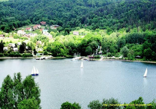 Nad Jeziorem Żywieckim nie da się nudzić, weź żaglówkę lub rower wodny i popłyń w nieznane z Miłośnikami Gór i Podróży