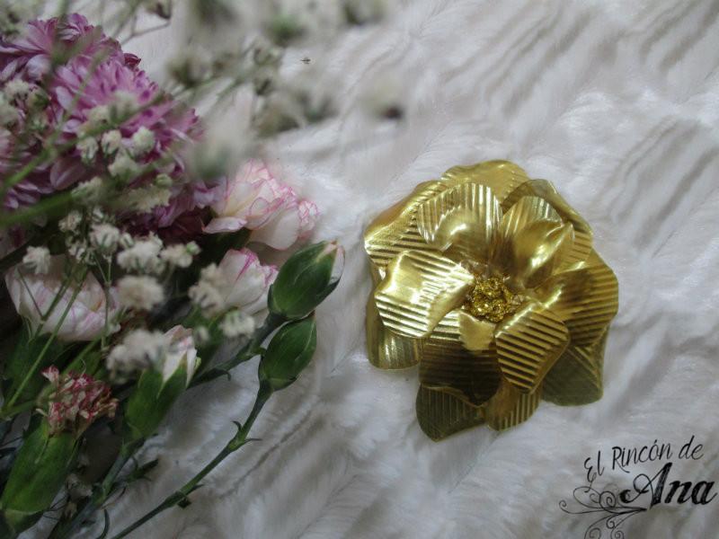 Accesorios dorados para el cabello