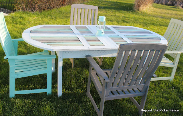 DIY, outdoor space, summer, paint, fusion mineral paint, patio table, http://bec4-beyondthepicketfence.blogspot.com/2016/04/beachy-patio-table.html