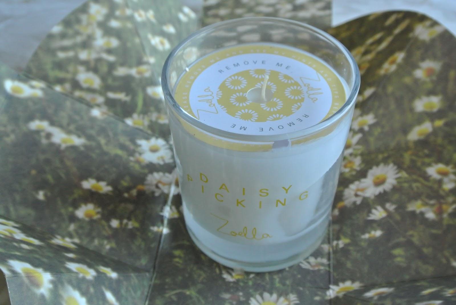 Zoella Lifestyle Daisy Picking Candle Image