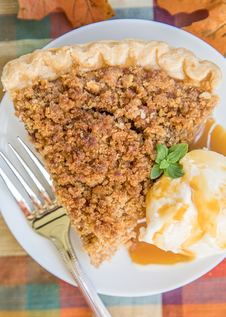 Faux Apple Pie recipe - there are no apples in this pie, but it tastes EXACTLY like an apple pie!! The secret is RITZ Crackers! Everyone says this is the BEST apple pie they ever eaten - no-one ever knows it is a cracker pie. Serve with vanilla ice cream and a drizzle of caramel. Make it for the holidays! #pierecipe #applepierecipe #holdiay #thanksgivingrecipe #christmasrecipe #thanksgiving #christmas #pie #crackerpie #dessert #dessertrecipe