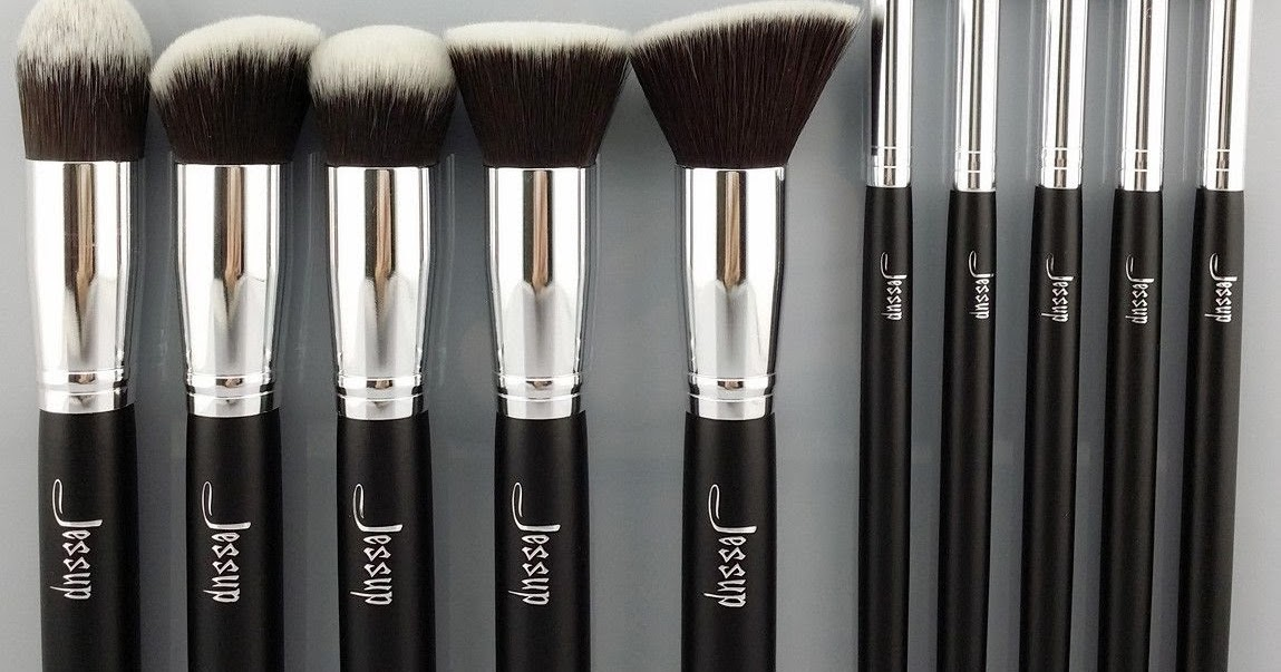 Free MAC Lipstick - LatestFreeStuff.co.uk