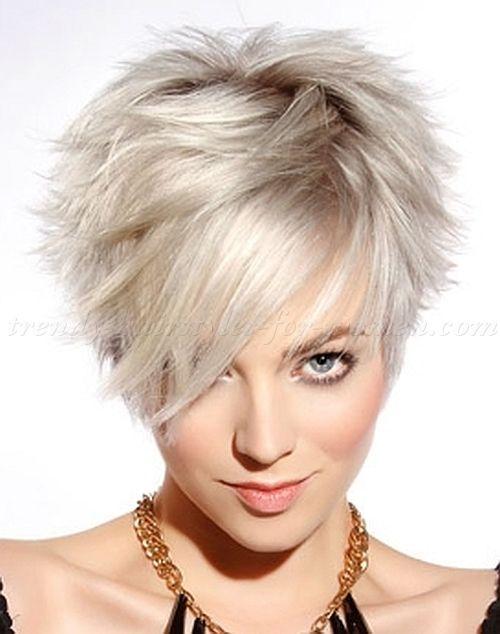 Corte de pelo corto a capas mujer