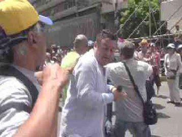 Equipo de prensa de Venezolana de Televisión fue agredido en concentración opositora (+Video)