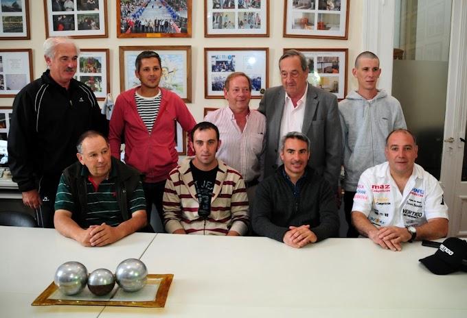 El Intendente de Tandil recibió a pilotos de APAC y al campeón del Turismo Pista