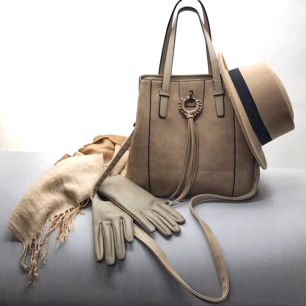 b8fc24fc9 Escolhemos uma bolsa grande, que você pode usar no dia a dia para trabalhar  e que acompanhada de acessórios diferentes, vai ser útil em várias ocasiões.