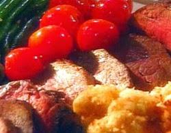 Veršienos karbonadai su sūriu ir pomidorais