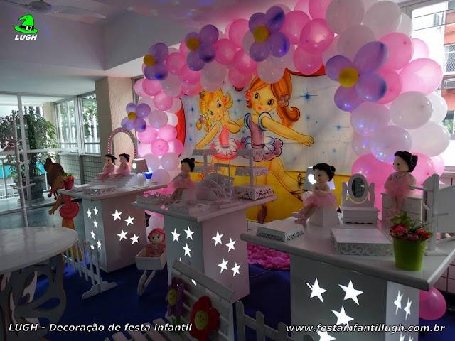 Mesa temática decorada com o tema Bailarinas para festa infantil
