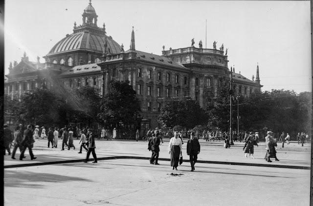 Justizpalast München vom Karlsplatz Stachus aus. Um 1920-1930 - Spiegelverkehrt