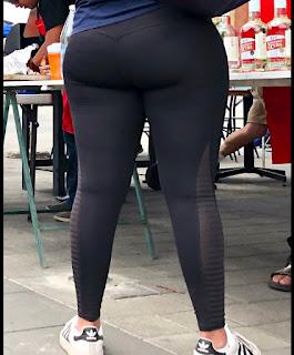 Chava nalgas grandes calzas negras
