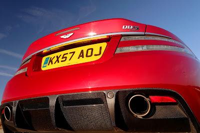 Aston Martin DBS vs. Aston Martin V12 Vantage