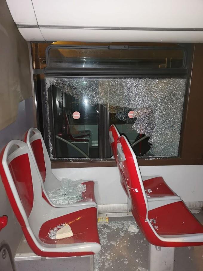 Ennesima sassaiola contro un bus, stavolta in zona Tragliatella