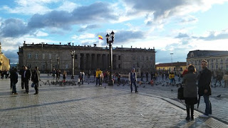 Plaza Simon Bolivar de Bogota Colombia. Donde se encuentran las plazas Simón Bolívar del mundo, Monumentos de Simón Bolívar en el mundo.