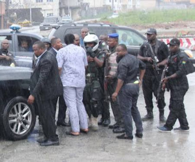 governor wike thugs beat amaechi
