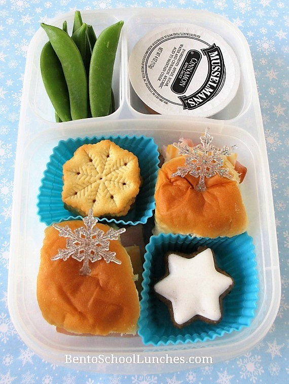 Snowflakes on King's Hawaiian buns winter theme lunch in Easylunchboxes.