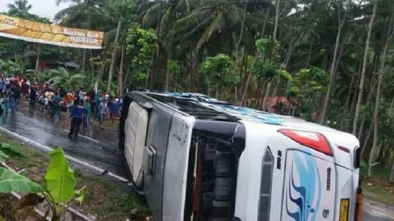 Inilah Proses Evakuasi Kecelakaan Bis di Pangandaran