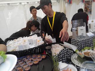 Booth makanan khas Vietnam, Springroll dengan bumbu cocolan khasnya