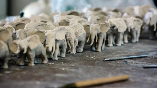 Πορσελάνινοι ελέφαντες για την Ημέρα Προστασίας της Άγριας Ζωής