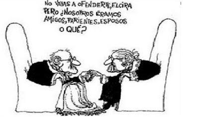 Humor de Quino de una pareja mayor. El señor le dice a su mujer: No vayas a ofenderte Eloira, pero ¿Nosotros eramos amigos, pariente o esposos?