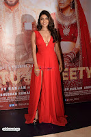 ishita Raj Sharma in Red Gown Stunning Beauty at success party of film sonu ke u ki sweety 013.JPG