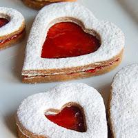 http://www.bakingsecrets.lt/2016/02/linco-sausainiai-linzer-cookies.html