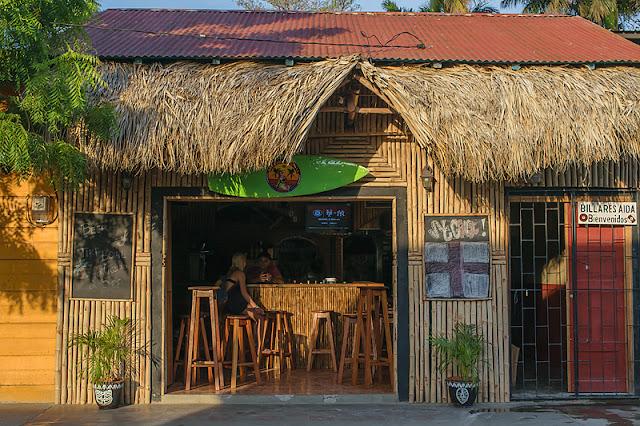 Un bar qui reflète le style décontracté de San Juan del Sur