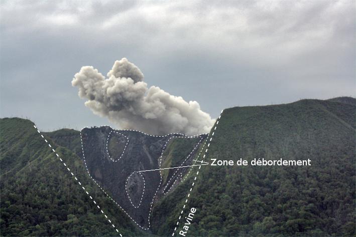 Ravine du versant nord du volcan Ibu