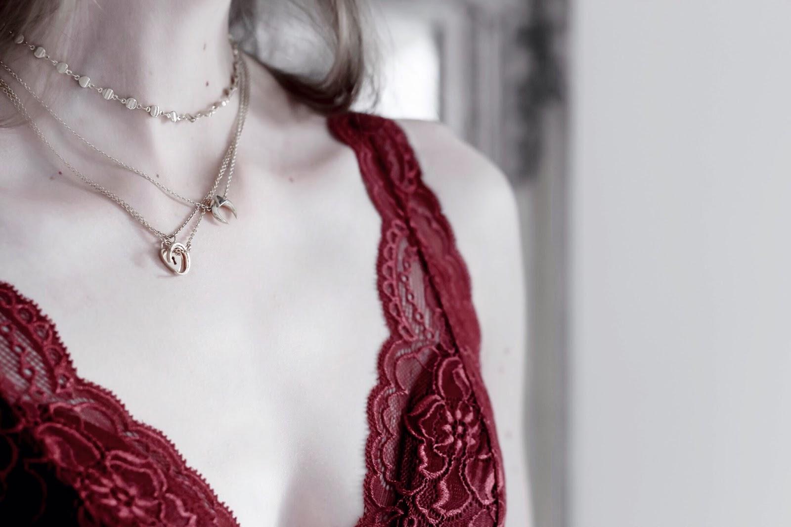 Many gold layered necklaces fashion blogger