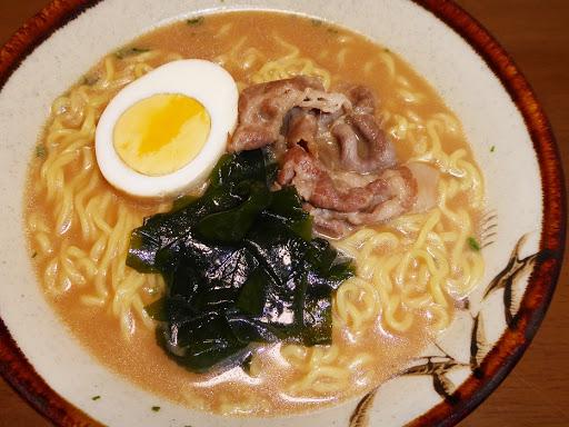【マルちゃん(東洋水産)】たまご麺 醤油とんこつ