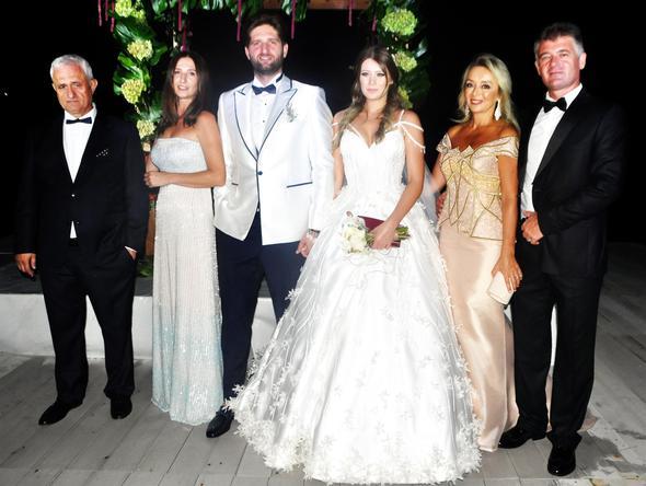 16 septembrie 2017: Cuplul Gizem Karaca și Kemal Ekmekçi s-au căsătorit în Bodrum