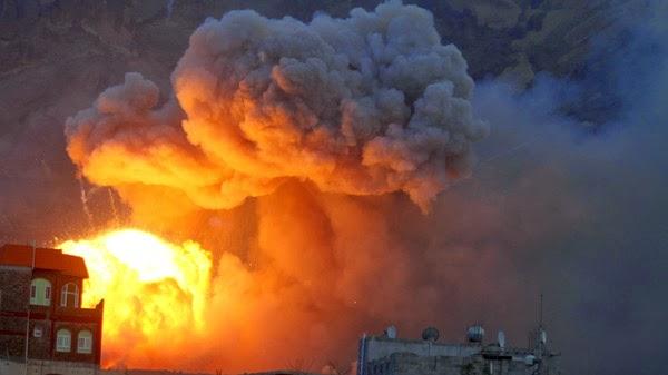 Ataques aéreos sauditas atingiram Sanaa nesta terça-feira
