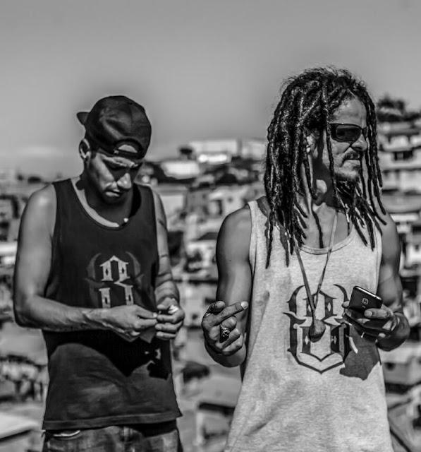 """O rapper Uterço (Massao) lança o clipe """"Tempo Fechado"""", com participação de Daniel Yorubá"""