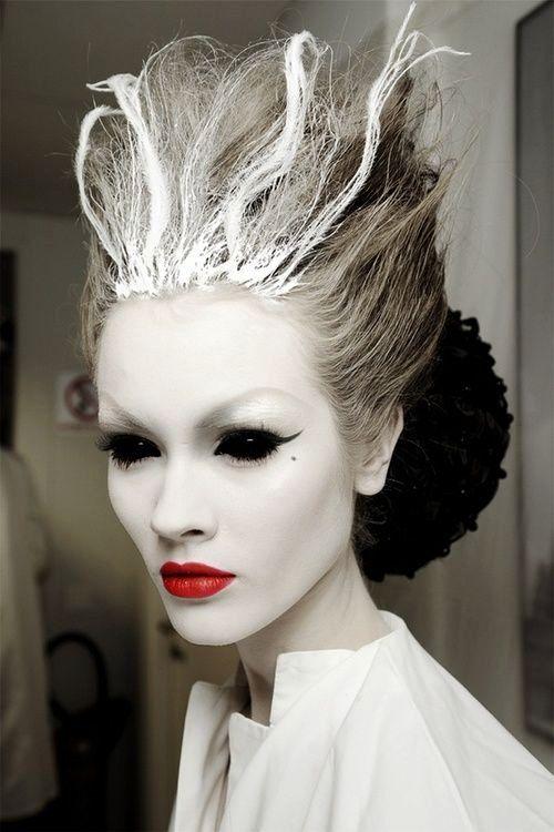 Happy Halloween Day: 17 Ghost Halloween Makeup Ideas