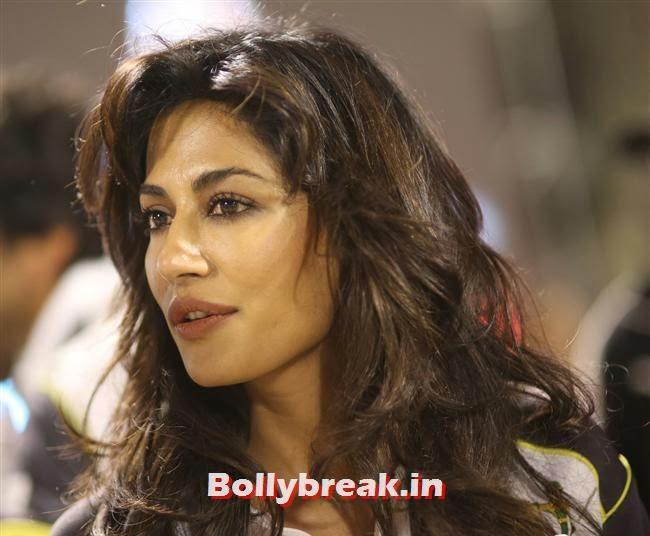 Chitrangada Singh, Chitrangada Singh,Sana Khan, Genelia, Mandira , Huma at CCL4 Karnataka Bulldozers Vs Mumbai Heroes SF