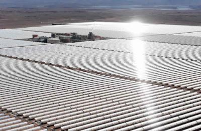Das größte thermischer Solarkraftwerk der Welt - Solarpark in der Wüste