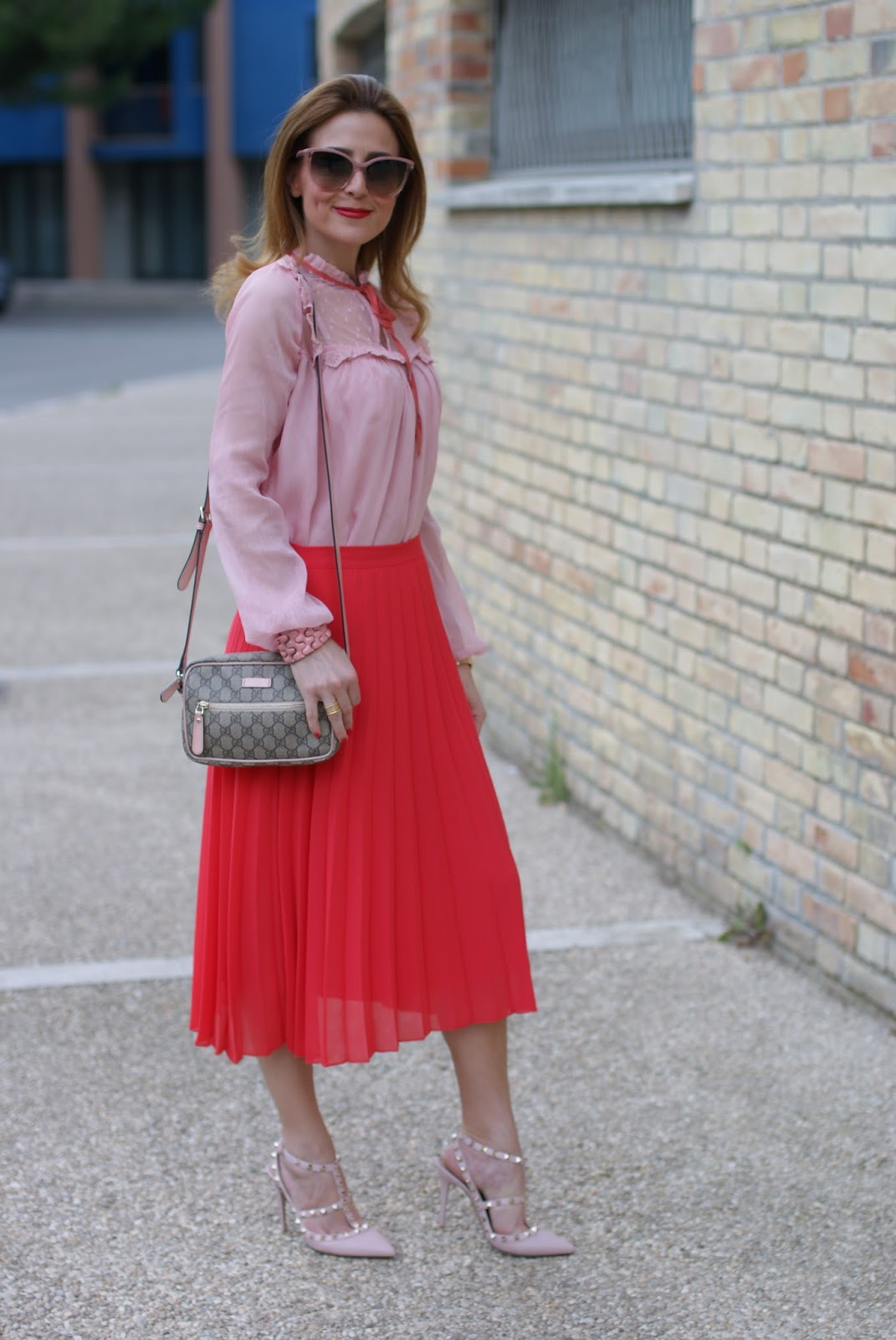 Gucci inspired outfit with low cost clothes, OVS, red pleated midi skirt and chiffon and lace pink shirt on Fashion and Cookies fashion blog, fashion blogger style