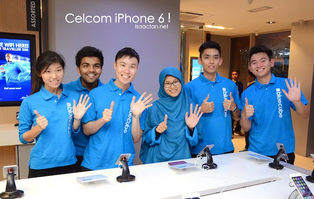Even the Celcom staffs were excited at the iPhone 6 / 6 Plus launch