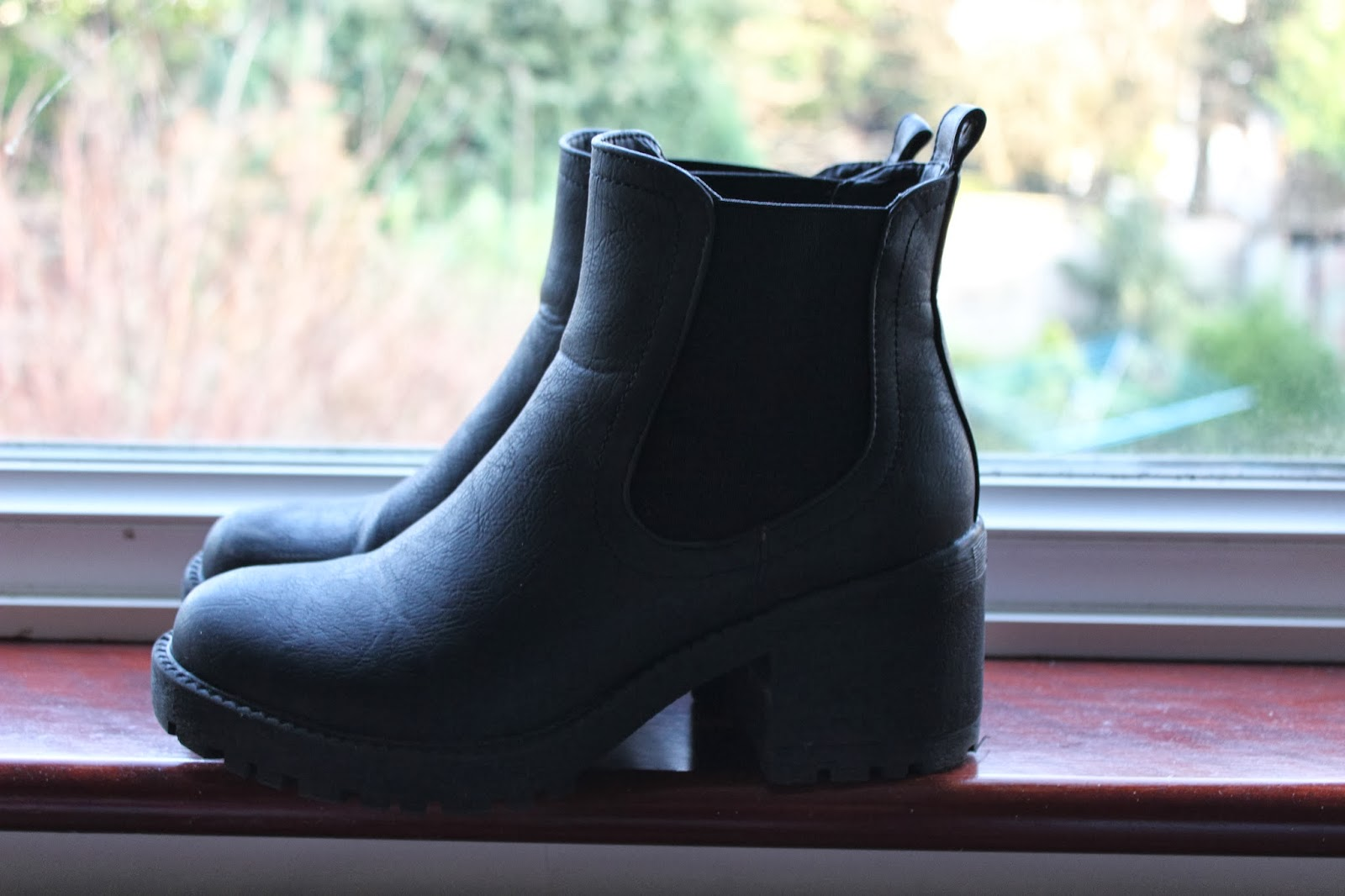 Fashion Dupes: Vagabond Dioon Boots VS