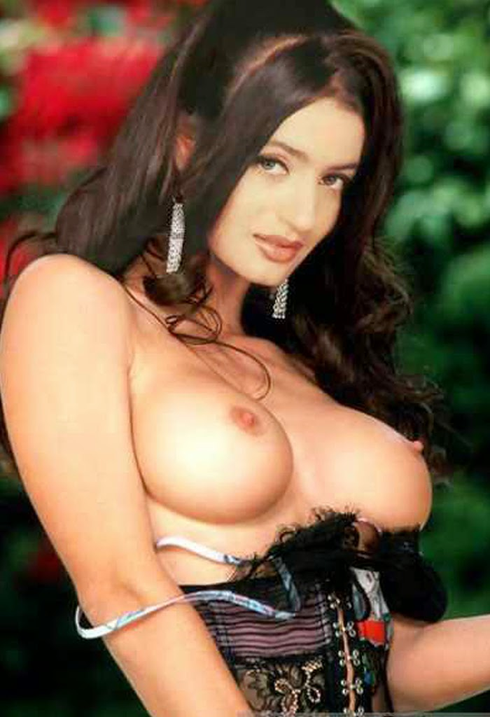 Amisha patel totally naked — img 10
